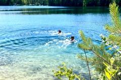 Mervin mukana uimaan salaiseen paikkaan