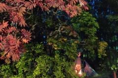 Tiipii ja syksyn tunnelmaa Mervin kotipihassa